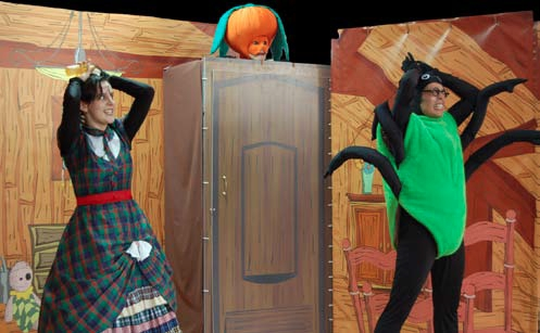"""Teatro Reflexo – """"Mistério no Sótão"""""""